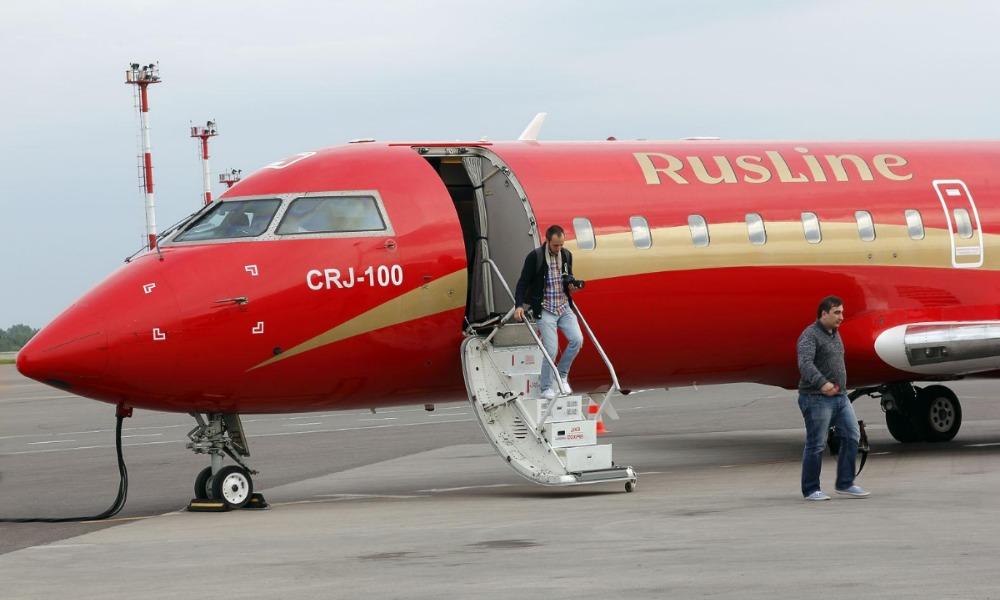 Трещина в кабине пилотов вынудила летевший из Липецка в Сочи лайнер экстренно сесть в Воронеже