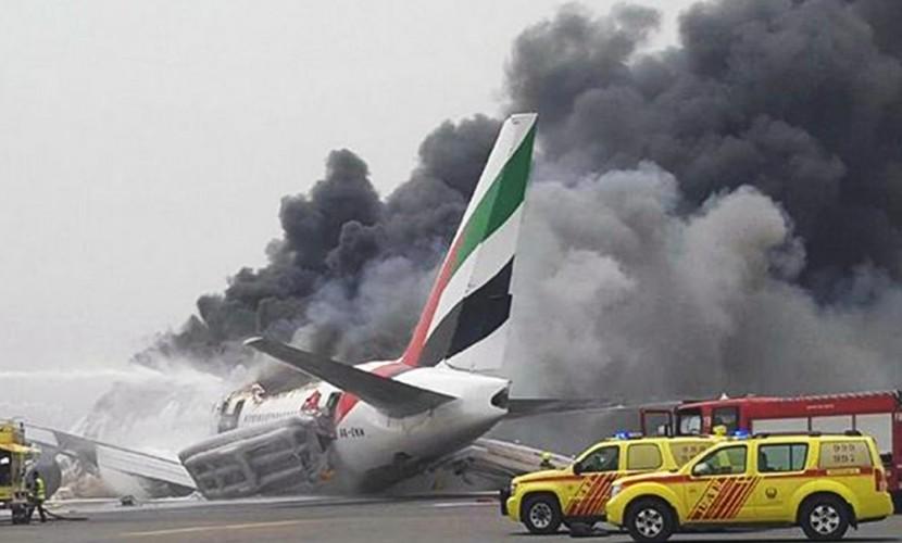 Появилось видео взрыва на борту самолета в Дубае, приведшего к закрытию аэропорта