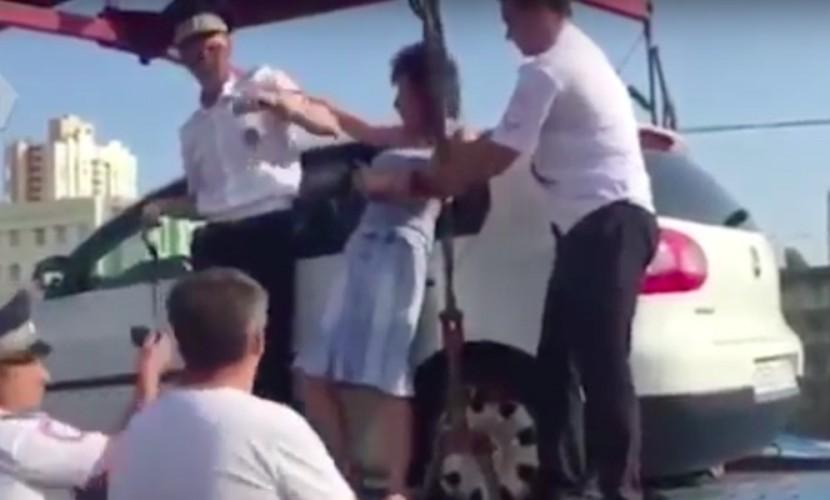 Опубликовано видео с криками автоледи