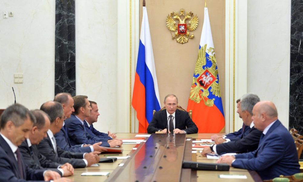 Путин обсудил с Совбезом сценарии и меры противодействия террористической опасности в Крыму