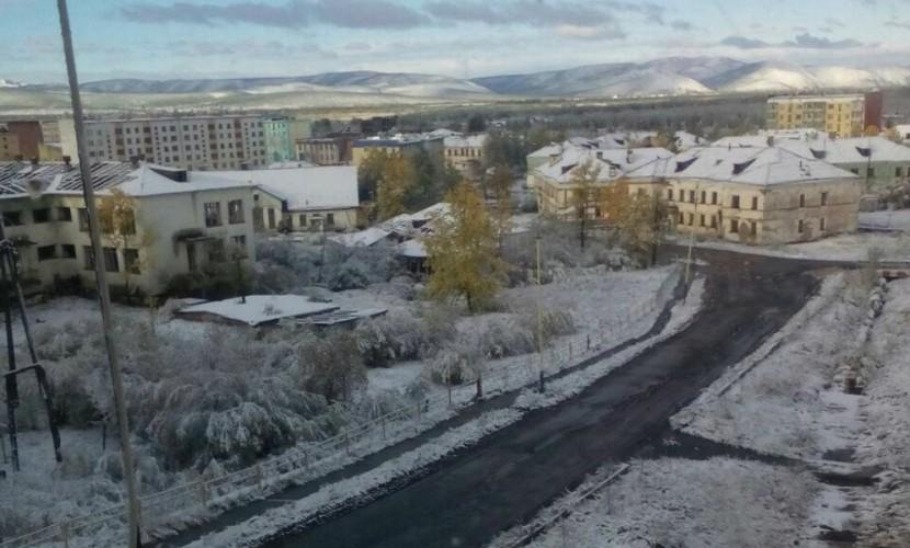 Вот оно какое, наше лето: в Магаданской области целый город затопило и засыпало снегом