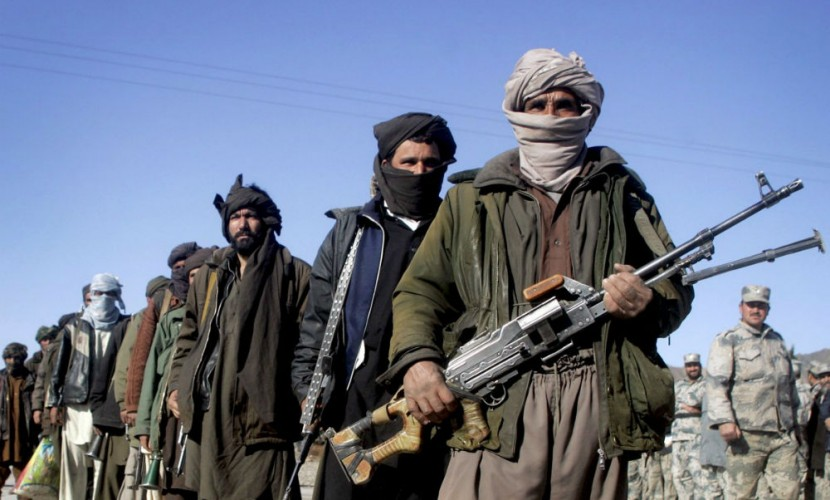 Талибы взяли в заложники одного россиянина и нескольких пакистанцев после экстренной посадки вертолета в Афганистане