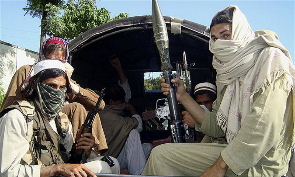Освобожденный из плена талибов российский летчик вылетел из Пакистана в Россию