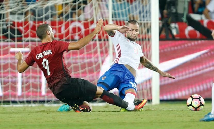 Первая игра футболистов Черчесова против турок получилась мирной в
