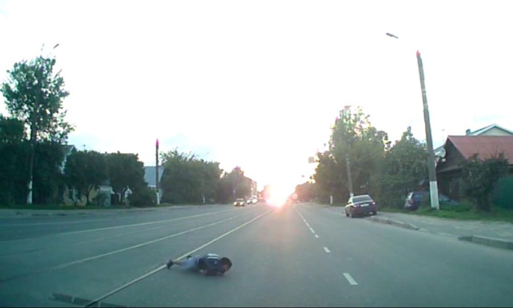 Опубликовано видео наезда Peugeot на 8-летнего мальчика на пешеходном переходе в Твери