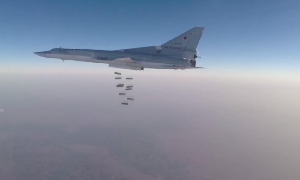 Опубликовано видео сосредоточенного удара бомбардировщиков Ту-22М3 по террористам в Сирии
