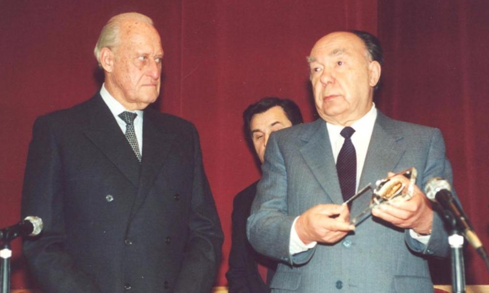 Жоао Авеланж (слева) и советский и российский политический деятель Александр Яковлев.