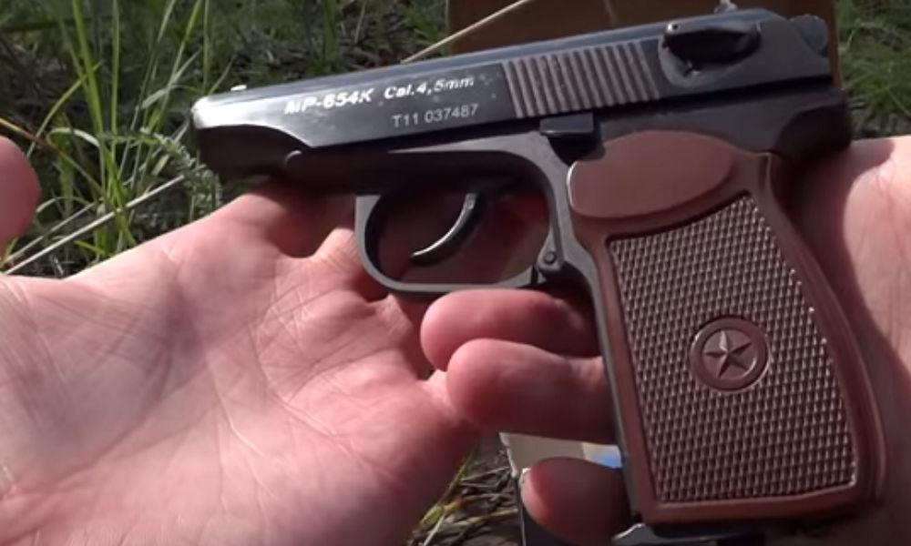 Девятиклассник обстрелял двух девочек возле школы Екатеринбурга