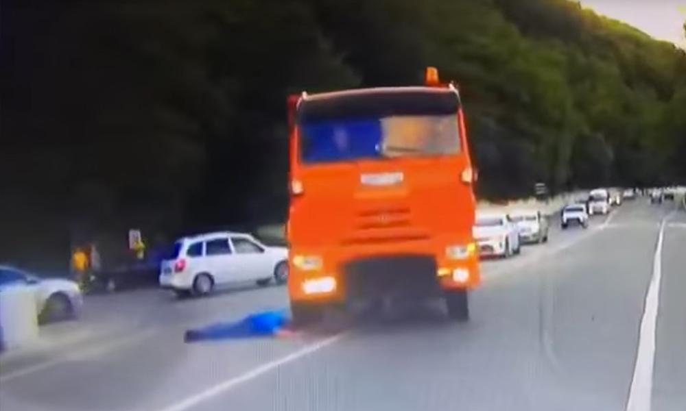 Прыжок мужчины под КамАЗ после зверского убийства любовницы в Туапсе сняли на видео