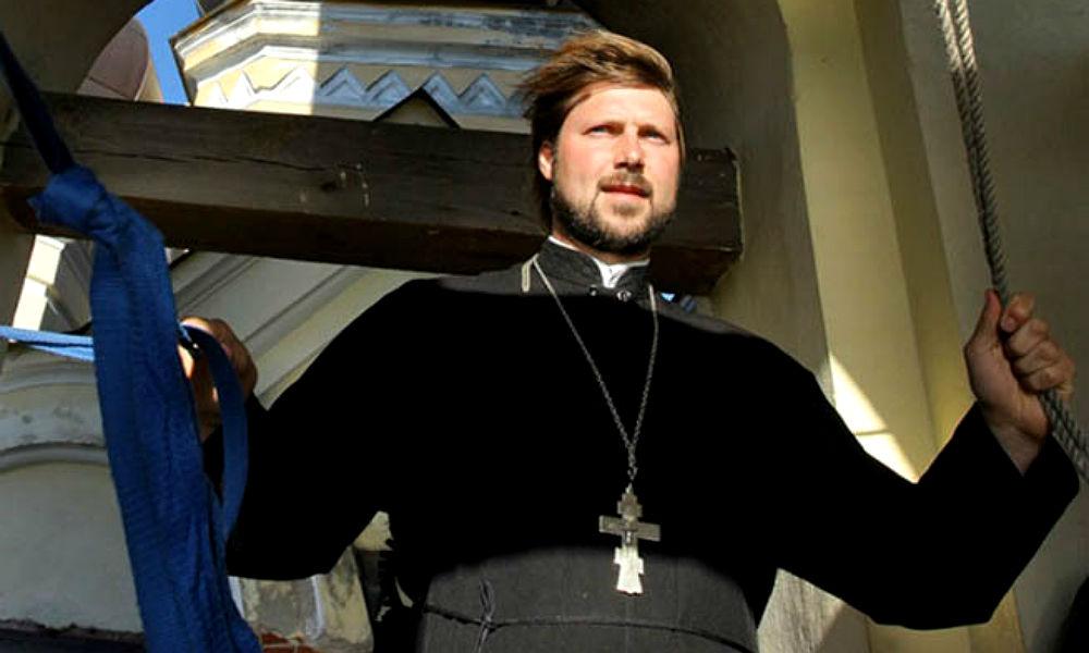 Обвиняемый в педофилии священник Грозовский доставлен в Санкт-Петербург на допрос