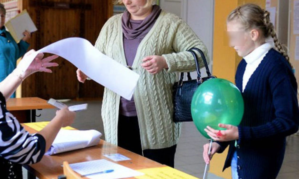 От водки до селфи-палки: топ-5 подарков избирателям на выборах в регионах России