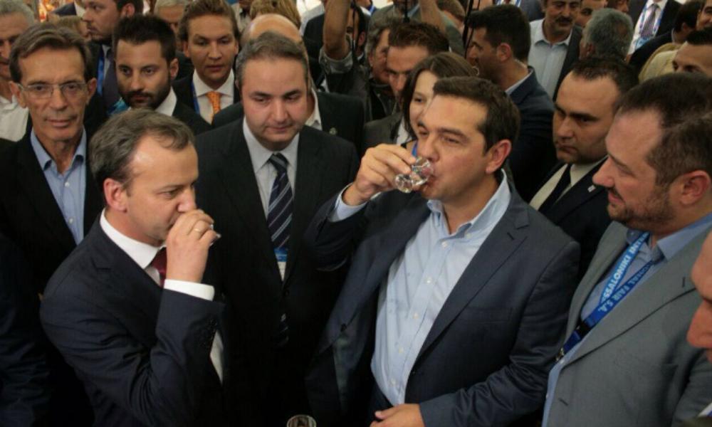Аркадий Дворкович выпил водки с Алексисом Ципрасом на выставке в Салониках