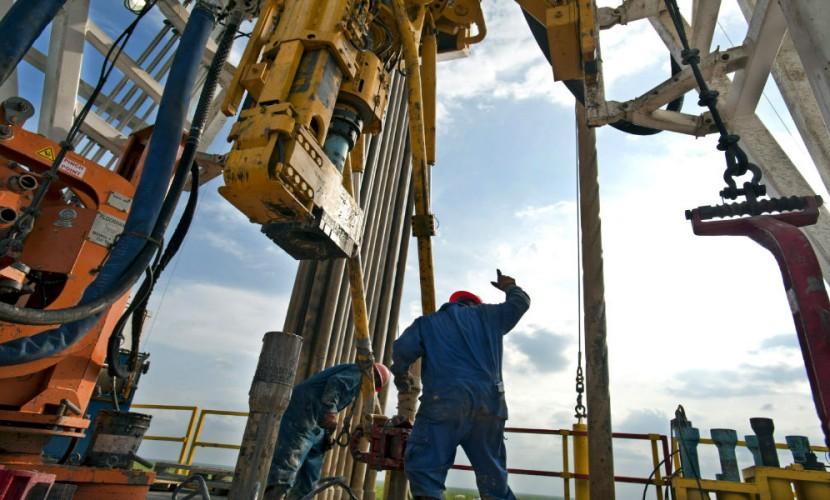 Американские буровые установки ударили по нефтяным ценам и рублю