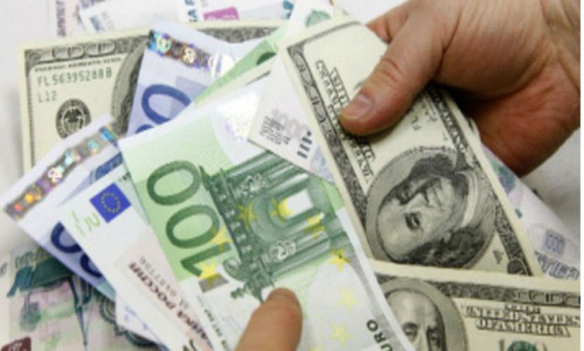 Доллар и евро нацелились на годовой максимум