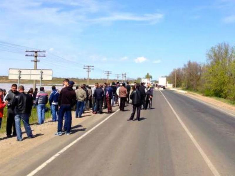 Более ста экстремистов меджлиса заблокировали границу с Крымом