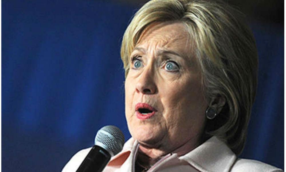 Клинтон призвала к сотрудничеству с Россией и упала в обморок
