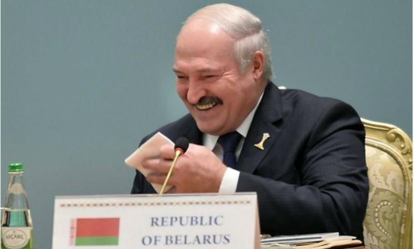 Американское общество пока неготово выбрать президентом женщину— Лукашенко