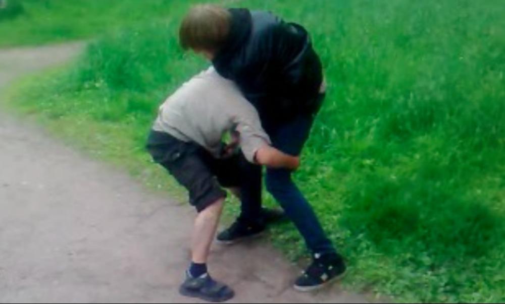 Школьник сломал руку подростку и получил ранение из пистолета в Ставрополе