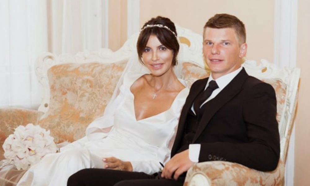 Разлучница Аршавина и Барановской открыла свою беременность на свадьбе с футболистом