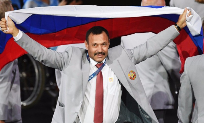 МПК жестко наказал несшего российский триколор белоруса на открытии Паралимпиады в Рио