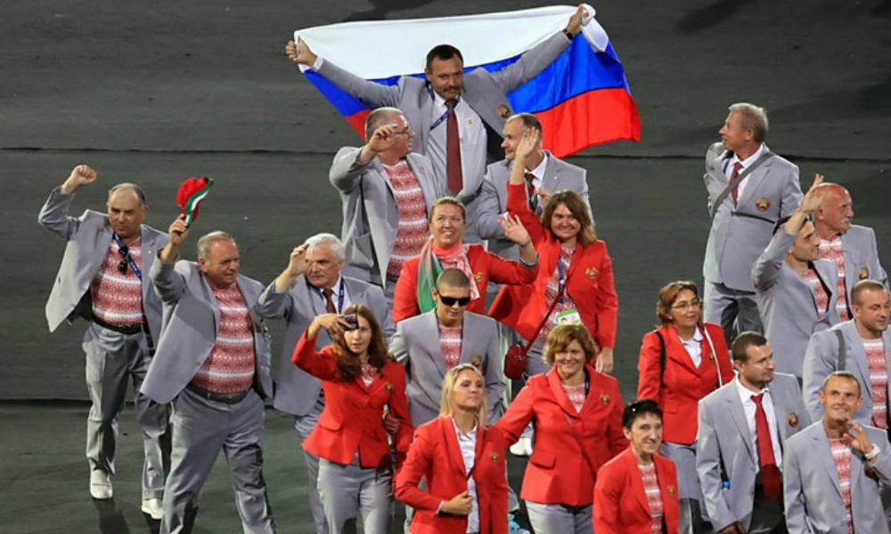 Международный паралимпийский комитет «простил» белорусских спортсменов за вынос российского флага на Играх в Рио
