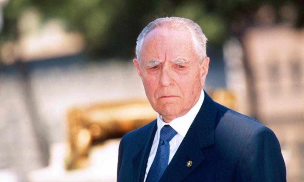 Экс-президент Италии, тепло принимавший Путина в тронном зале Наполеона, ушел из жизни