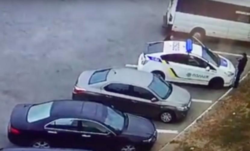 Опубликовано видео расстрела украинских полицейских на стоянке в Днепре