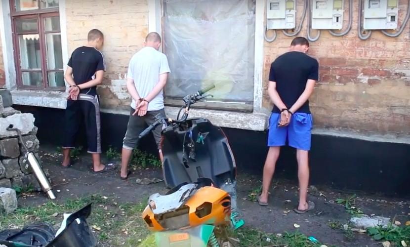 СКобвинил украинского силовика ввербовке подростков-диверсантов взоне вооруженного конфликта