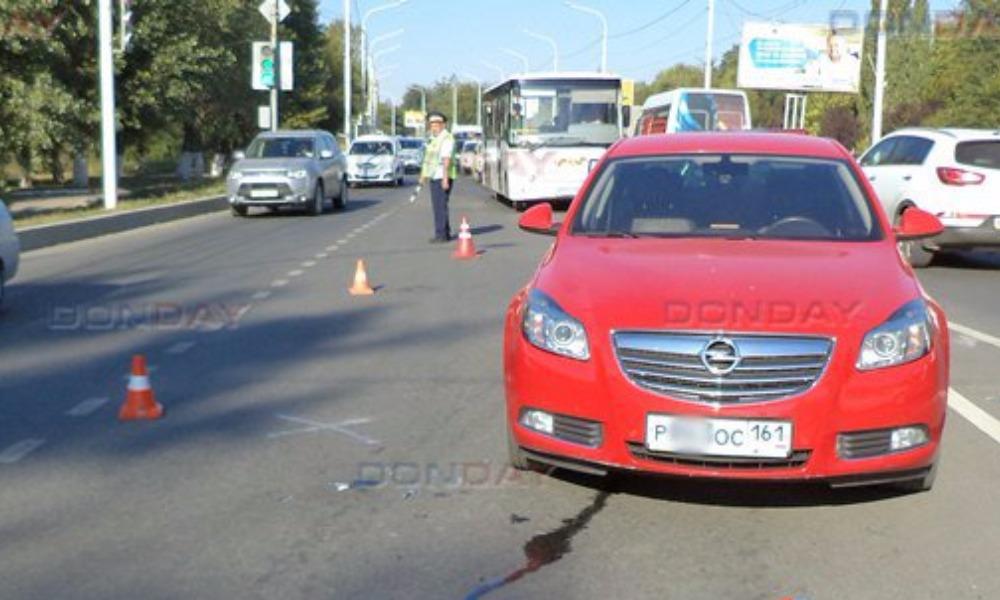 Военнослужащая за рулем Opel наехала в пробке на инспектора ДПС в Новочеркасске