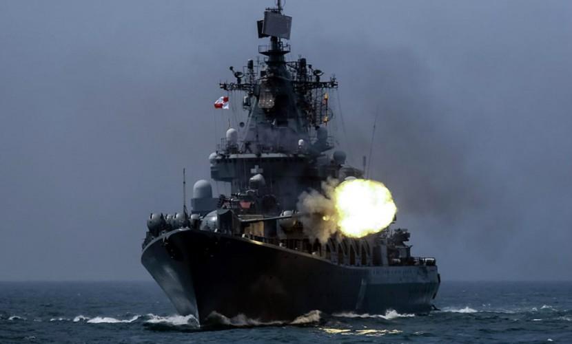 Минобороны РФ раскрыло планы по оснащению военных атомоходов новейшим ослепляющим противника оружием