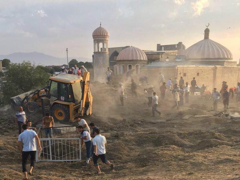 Фотографии подготовки места захоронения Ислама Каримова опубликовали журналисты
