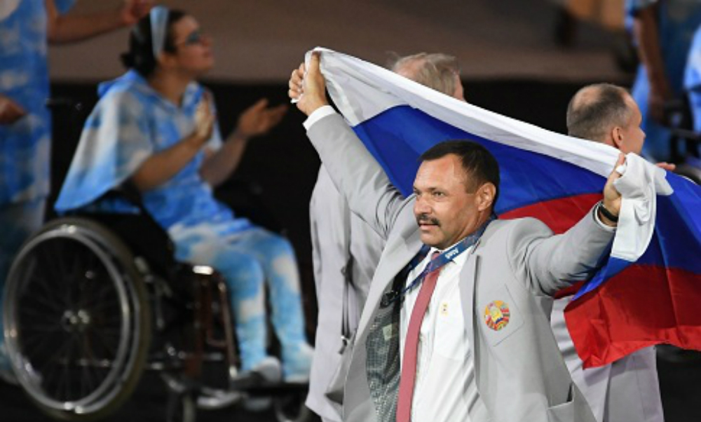 «Ни минуты не сожалею!»: белорус Андрей Фомочкин рассказал о выносе российского флага на открытии Паралимпиады