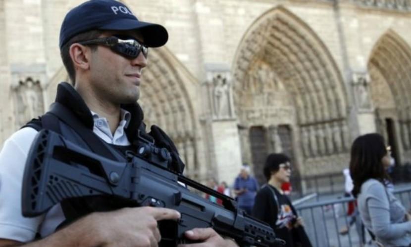 Обвинитель Парижа: арестованные при покушении наполицейского женщины связаны сИГ