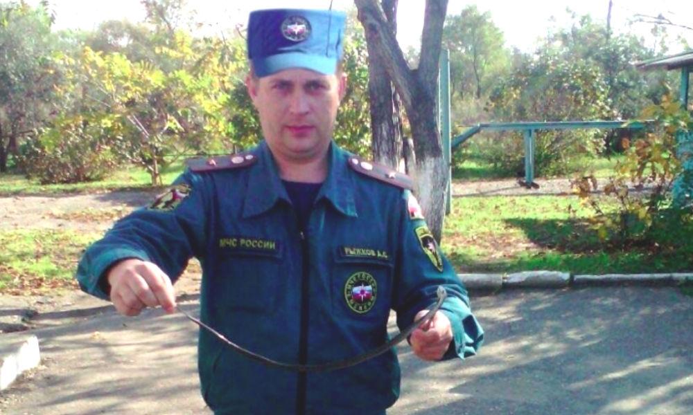 Опасная змея в палате российской больницы напугала людей и попала на фото