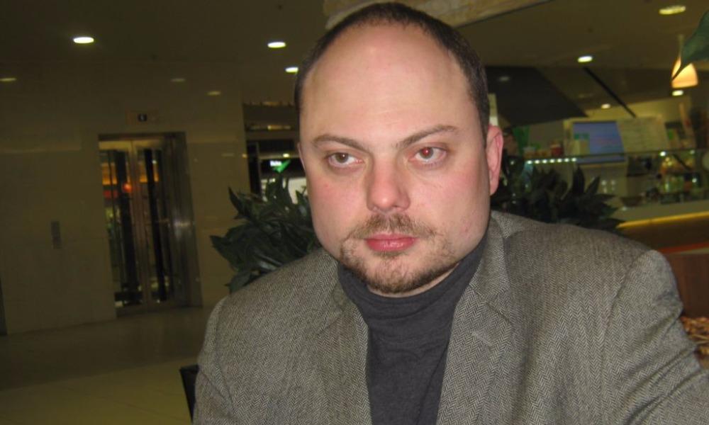 Одному из лидеров ПАРНАСа - Кара-Мурзе - подбили левый глаз яйцом в Нижнем Новгороде