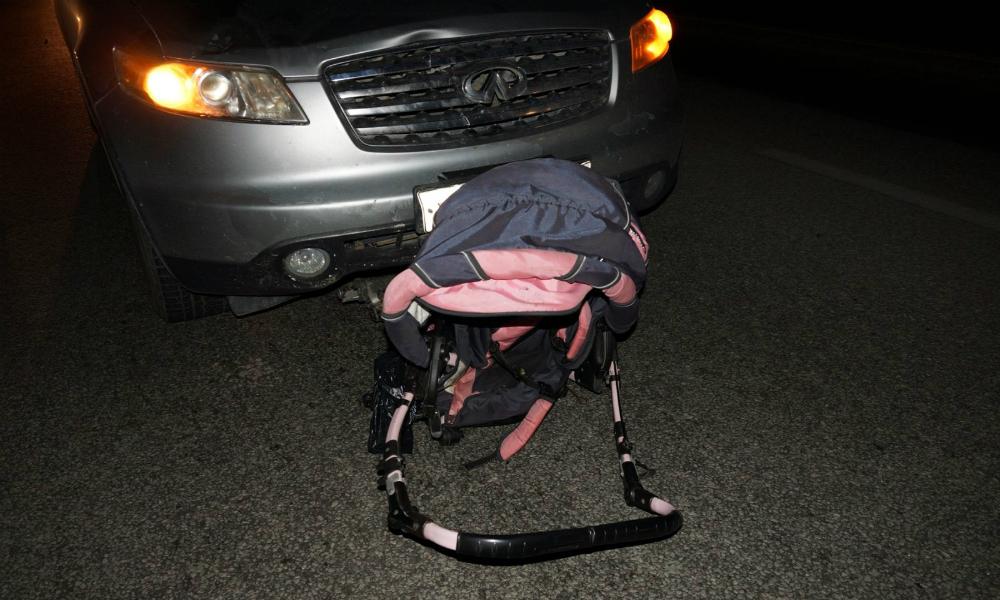 Лихач на иномарке сбил на «зебре» московскую семейную пару с коляской и скрылся