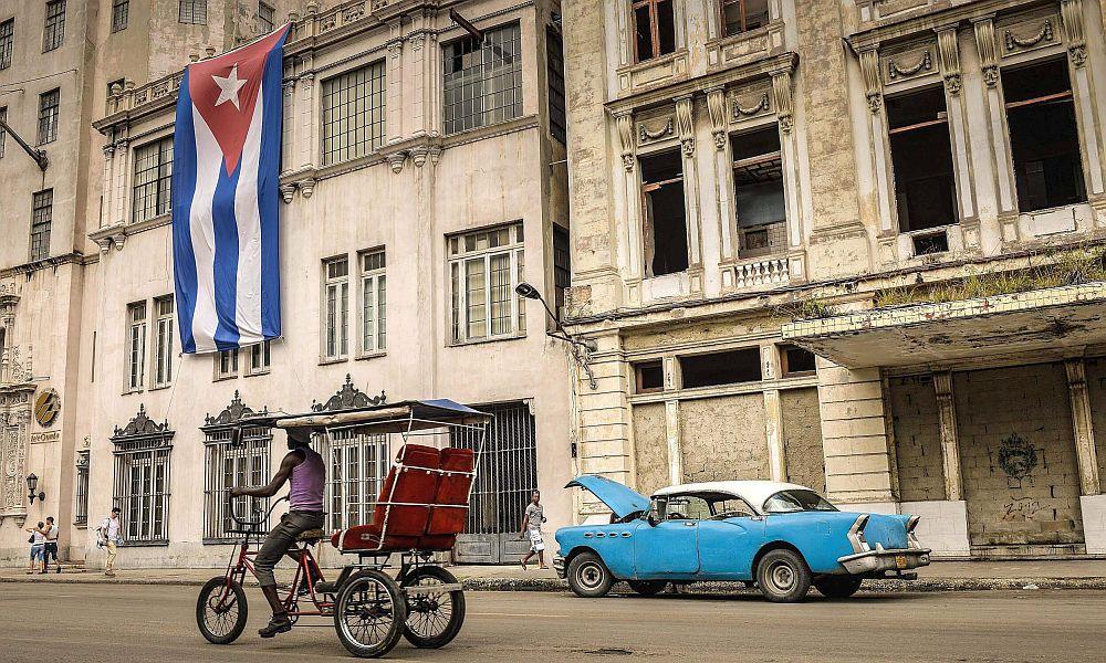 Кубинские власти решили объявить 18-часовой траур в связи со смертью Каримова
