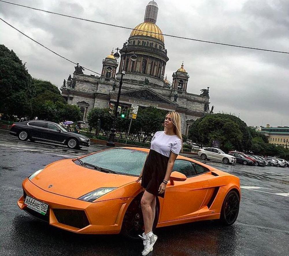 навальный золотой ламборджини