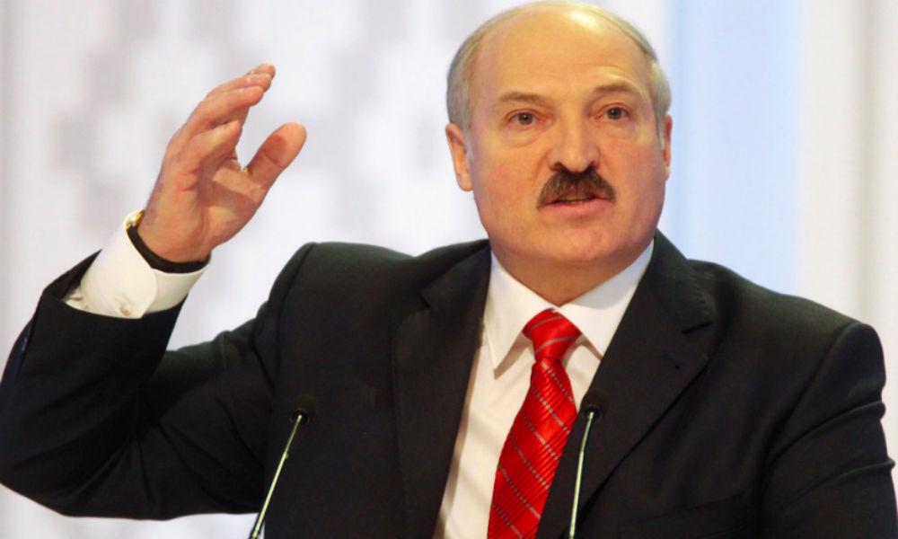 """Лукашенко призвал """"не гнобить"""" Белоруссию за разговоры с Западом"""