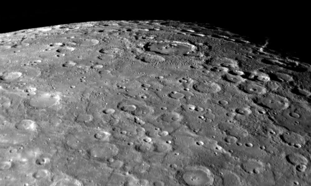 Ученые: необычный рельеф рассказал о «живых» недрах Меркурия