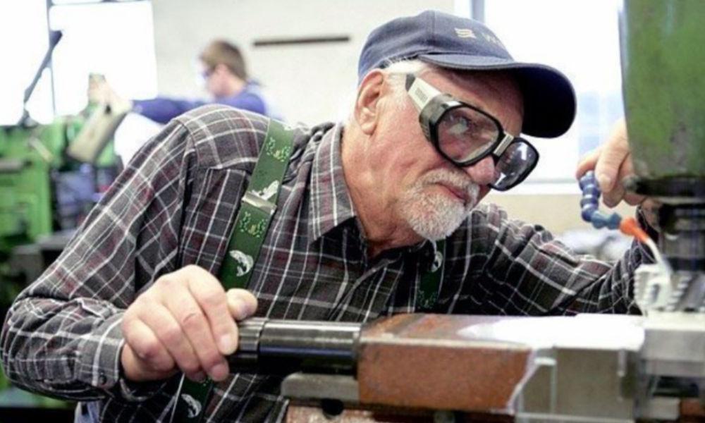 Оставить работающих пенсионеров без индексации пенсий на три года предложил Минфин России