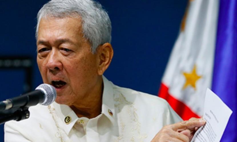 Руководитель МИД Филиппин потребовал независимости отСША