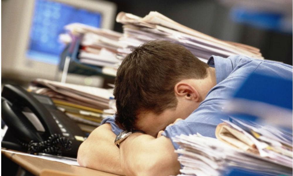 Жители России стали больше работать, меньше отдыхать и из-за этого чаще болеть
