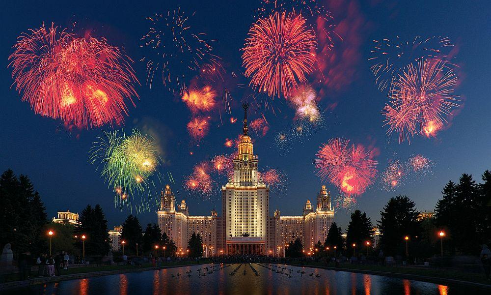 Подросток залез на кран посмотреть праздничный салют и разбился насмерть в Москве