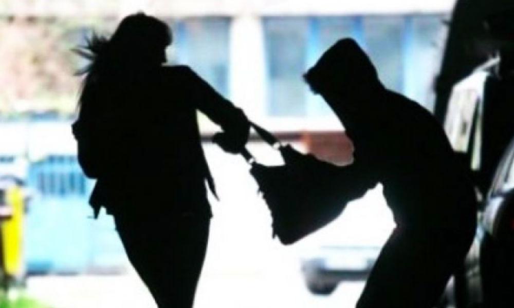 Две школьницы с битой избили женщину-почтальона в Волгограде