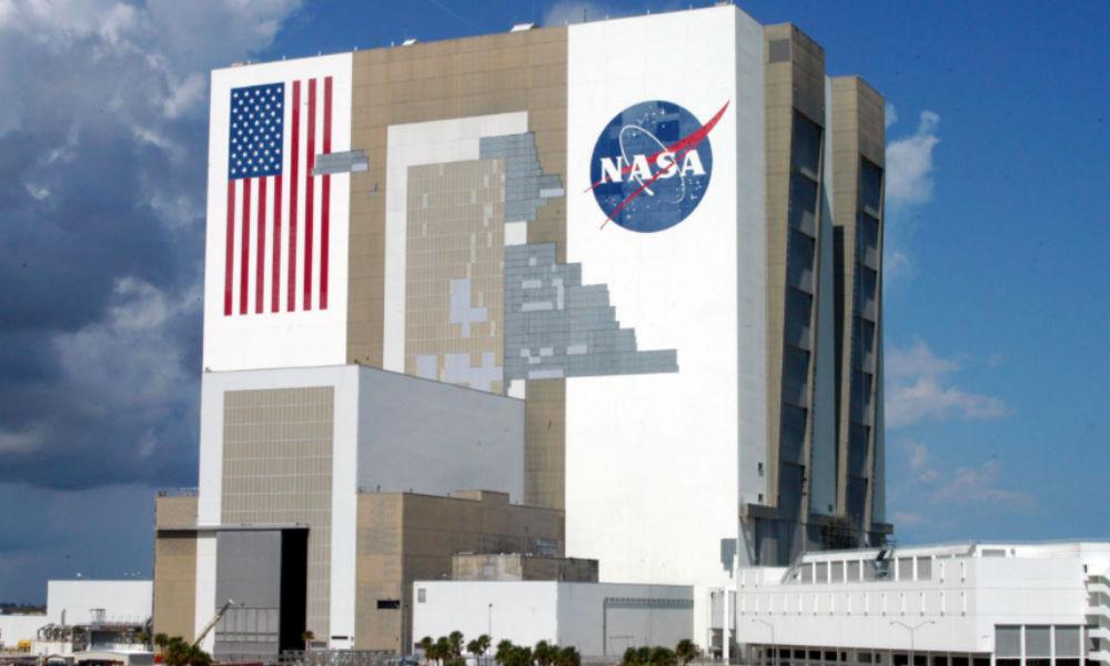 «У них есть базы на обратной стороне Луны»: NASA объявило о существовании «милых и серых» инопланетян