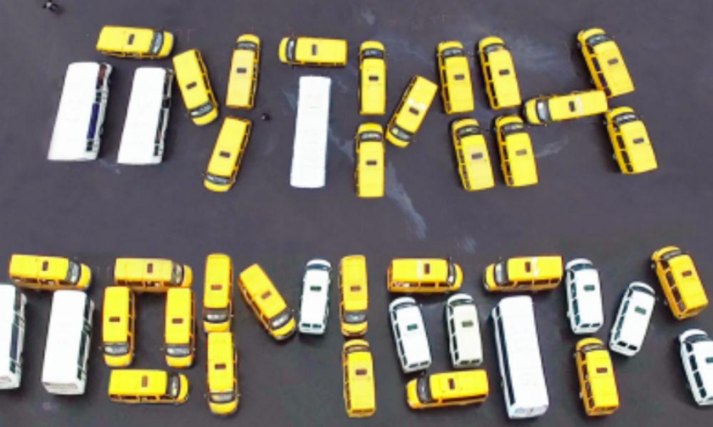 «Путин, помоги!»: под Белгородом водители устроили необычный митинг с участием автобусов