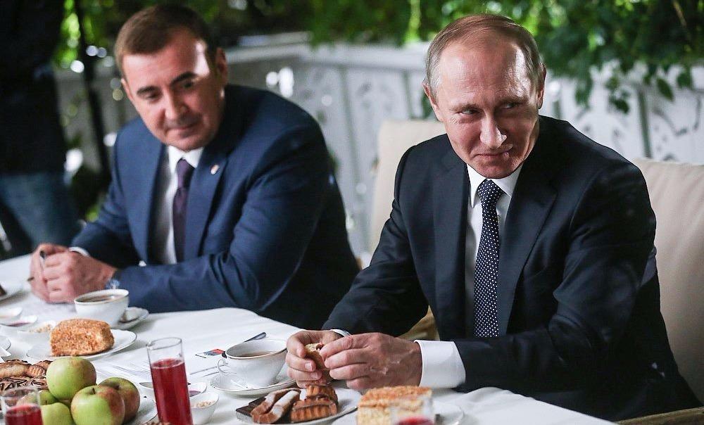 Владимир Путин в Ясной Поляне съел знаменитый символ благополучия Льва Толстого