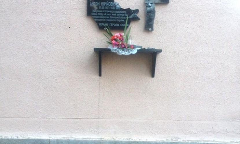 ВПолтаве вандалы уничтожили 5 мемориалов погибшим солдатам АТО