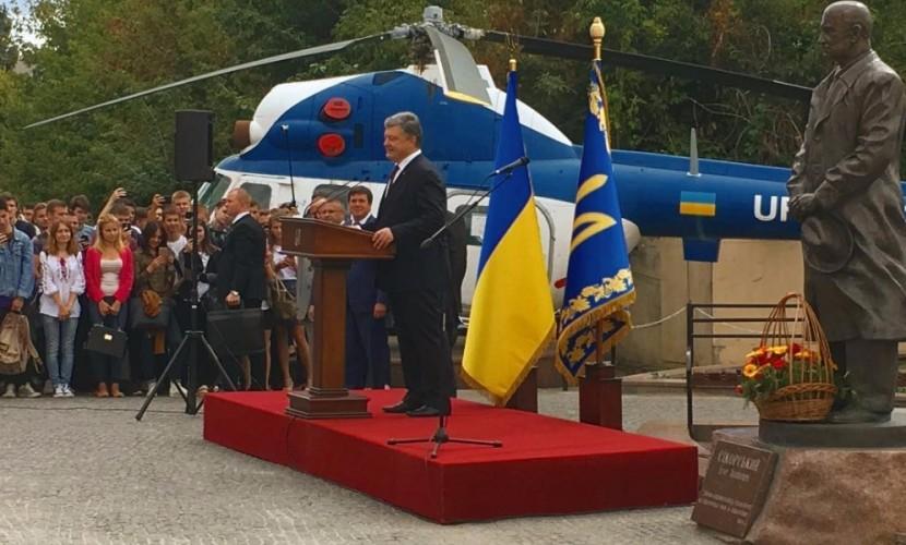 Порошенко предложил в Киеве отвести артиллерию и танки из Донбасса на территорию России